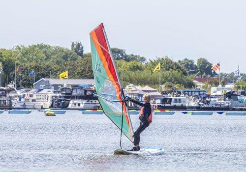 >> Verhuur windsurfmateriaal